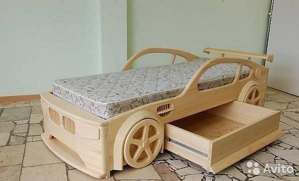 Кровать машины из фанеры