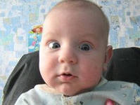 Пучит глаза ребенок