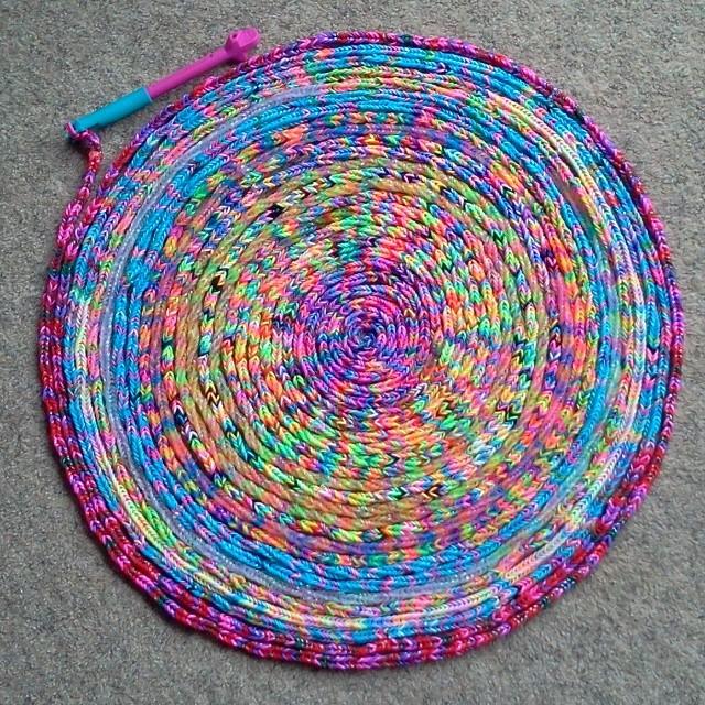 Коврик из резинок для плетения