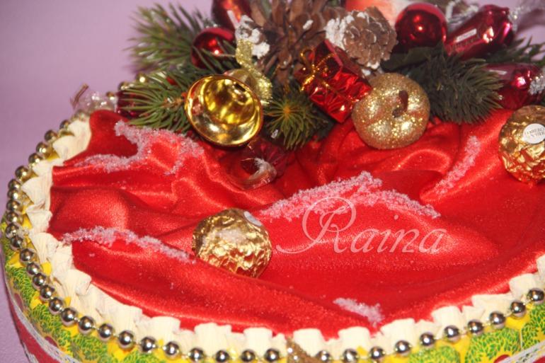 Новогодние композиции из конфет.