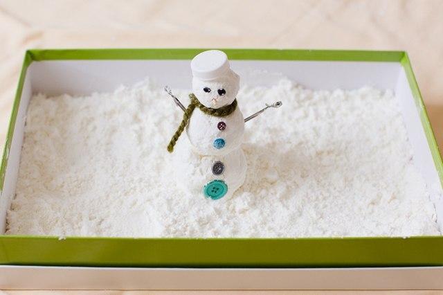 Как сделать искусственный снег из пены для бритья и соды