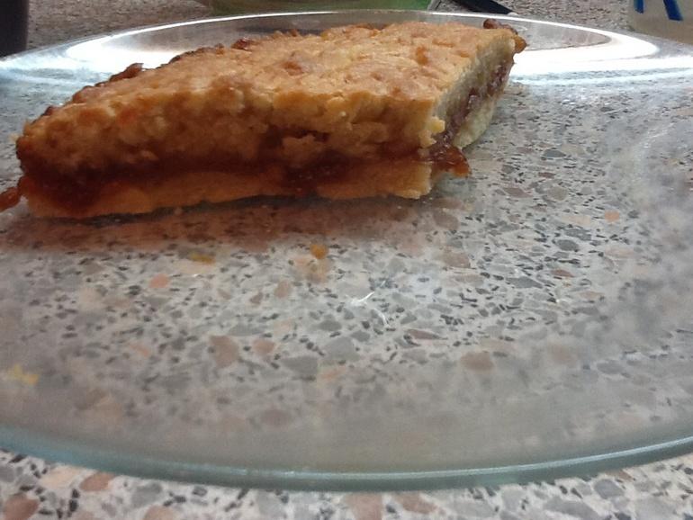 песочный пирог с джемом яблочным