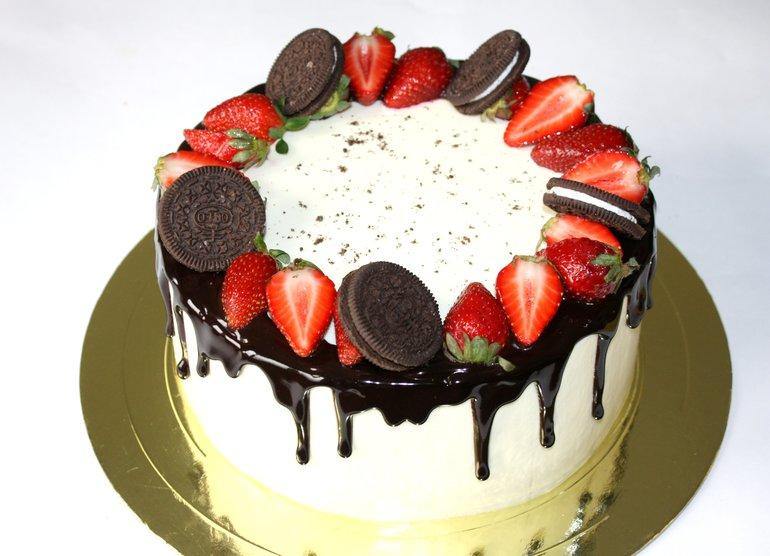 Украшение торта фруктами и ягодами в домашних