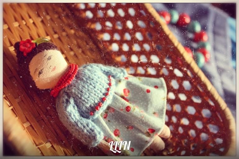 Кукла-брошь 5, немного Фрида.