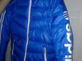Продам классный мужской легкий пуховик Adidas