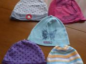 Легкие шапочки на девочку, новые и в идеале