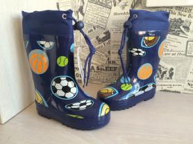 Новые резиновые сапоги для мальчиков
