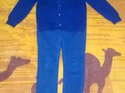 Шерстеная кофточка и джинсы для девочки.