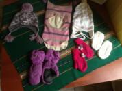 Зимние шапки и варежки