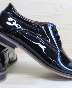Лаковые стильные туфли.