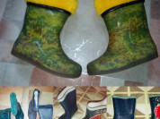 Куча резиновых сапог