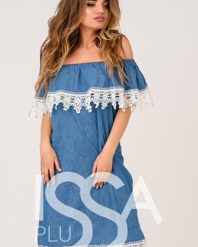 Синее джинсовое платье с отворотом и белым кружевом