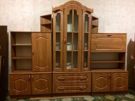 Срочно продаётся красивая и удобная стенка и шкаф .