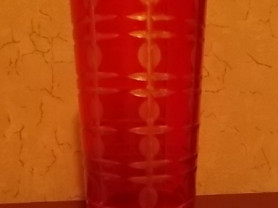 ваза из плотного стекла красного