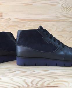 Кожаные ботинки в спортивном стиле.