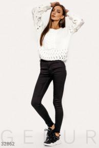 Черные зауженные джинсы