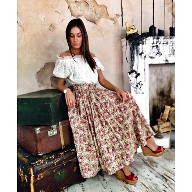 Соблазнила в юбки мини шикарной попой 14 фотография