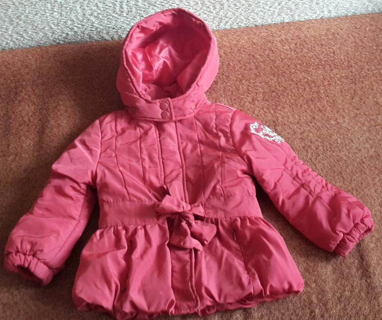 Куртка  Mayoral  sport  (весна-осень)  на  3  года  1300руб.  В  реальности  цвет  насыщенный  красный.