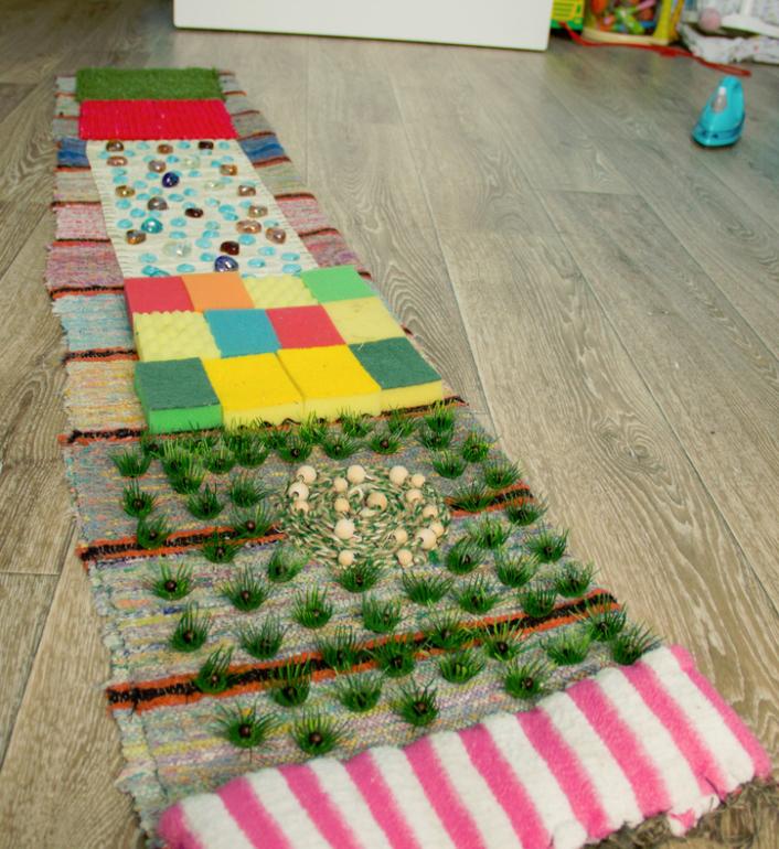 Как сделать массажный коврик для ребенка своими руками фото