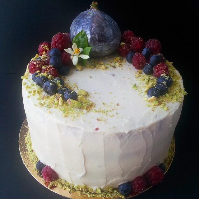 Торт с фруктами рецепт с сырным кремом