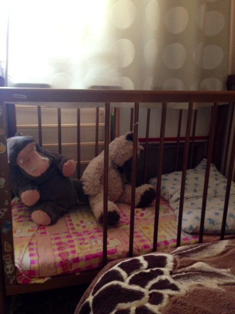 Продам  детскую  кроватку  без  реечки  и  кроватку  для  подросшего  ребенка  с  бортиком
