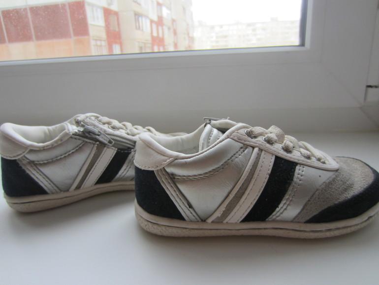 57ee0537 Продаю кроссовки Zara kids, размер 25, по стельке - 14см.Верх -нат.кожа,  замша, низ -текстиль. По бокам замочки для удобного одевания ножки.