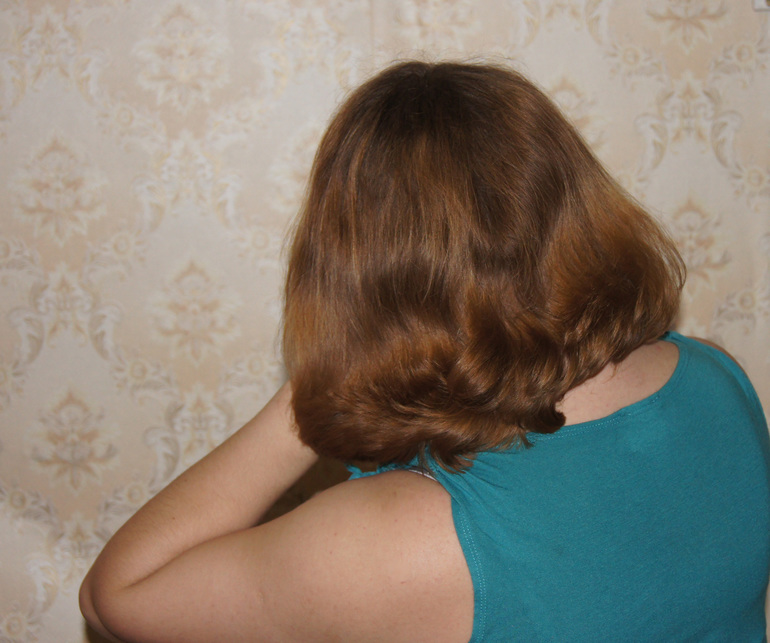 Обкарнала свои волосы.