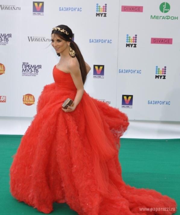 Хочу  такое  платье...  Где  купить?  Кто  дизайнер?