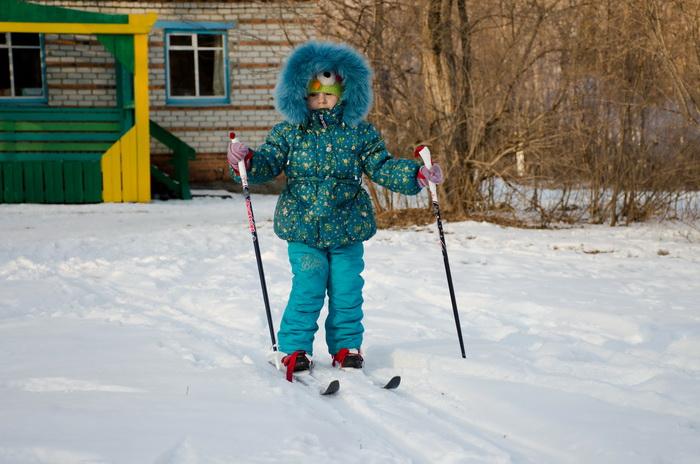 Снега нет, а мы на лыжи!