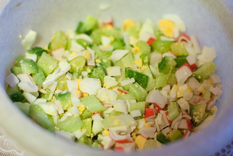 Салаты с сельдереем и крабовыми палочками рецепты с