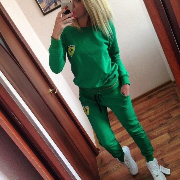 женские костюмы зеленого цвета