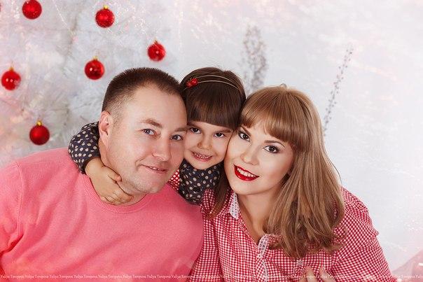 С  наступающими  праздниками  ,  всем  хорошего  настроения  и  много  подарков!!!!