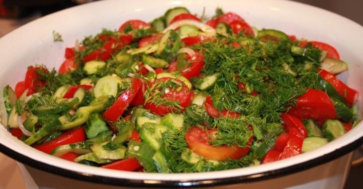 Салат с огурцами и помидорами на день рождения