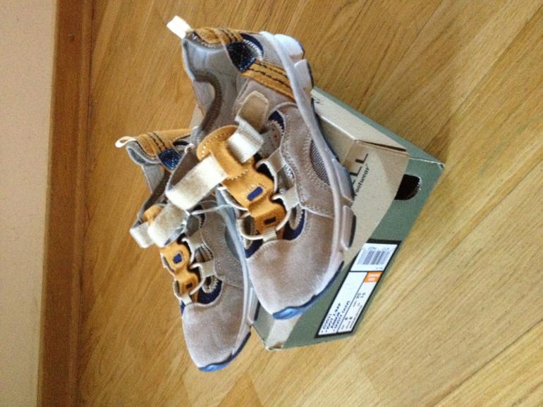 Naturino новые кроссовки замшевые  размер 29