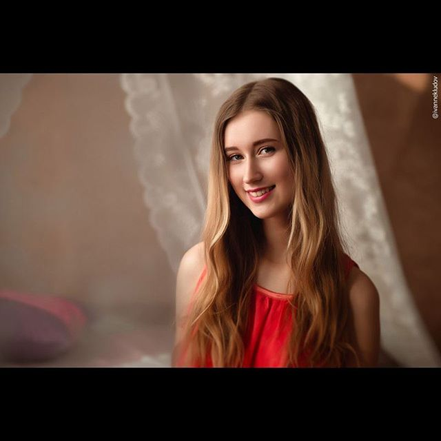Русская учительница музыки отдается двум шантажистам 19 фотография