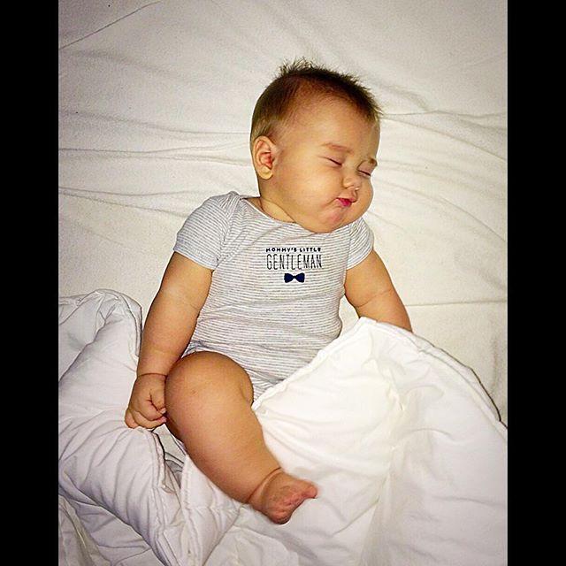 Фото мама спала а сын поднял у неё юбку 14 фотография
