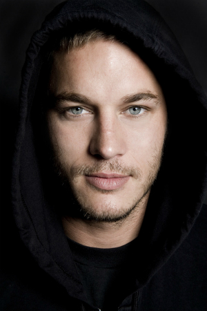 В этом видео представлены актеры с телесериала викинги. Сравнение фото актеров в юности и на съемочной площадки!. Список актеров фильма.