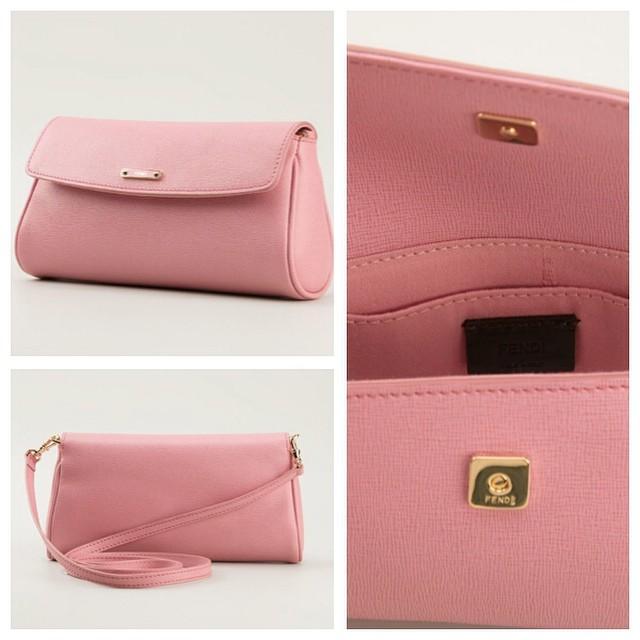 1c6df24fc7f2 Нежно-розовый клатч . По цене бутика 395 евро. #посредник #посредниквиталии  #шоппинг #подзаказ #стиль #стильно #шопоголик #бытьвсегдалучшей #Италия  #одежда ...