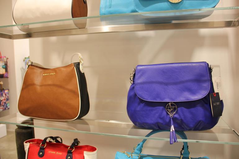 Крупные сумки Emporio Armani - женская коллекция на Luxxy