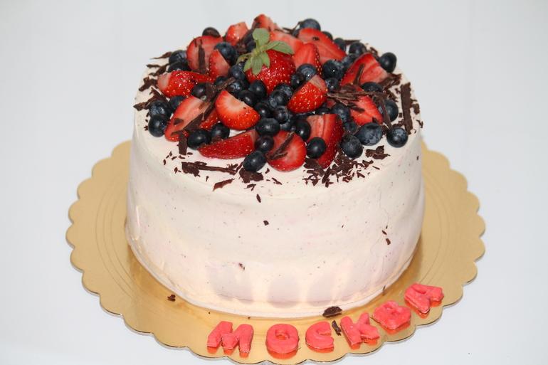 Торт с сырно сливочным кремом и фруктами