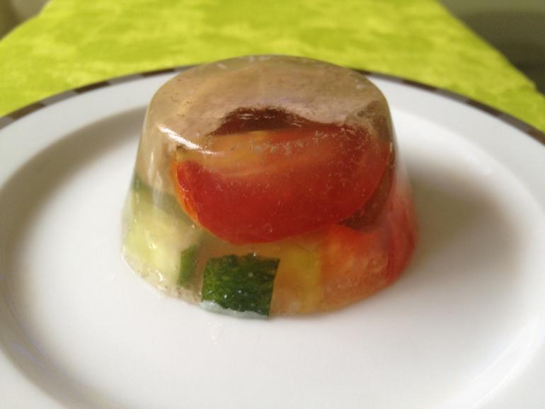 Заливное из язычка и свежих овощей