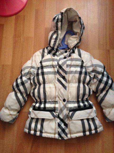 Пуховик  Берберри    4500р  (  маркировка  на  куртке  стоит  5  лет  /110см),  реально    носить  с  2-3  лет
