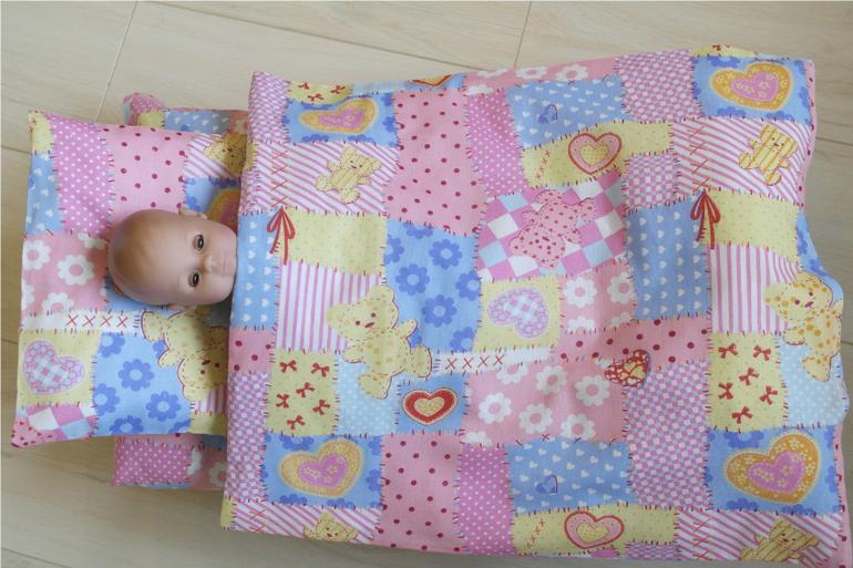 Как сшить постельное для куклы 55