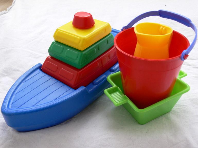 Люблю отечественные игрушки - недорого, прочно, ярко и безопасно)))