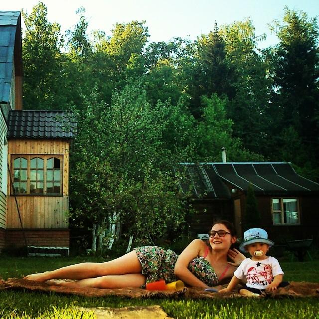 фото мама сын на даче
