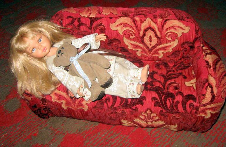Диванчик  и  пижамка  для  паолы  рейна.