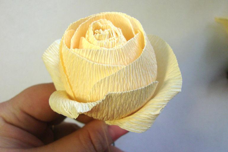 Английская роза из гофрированной своими руками