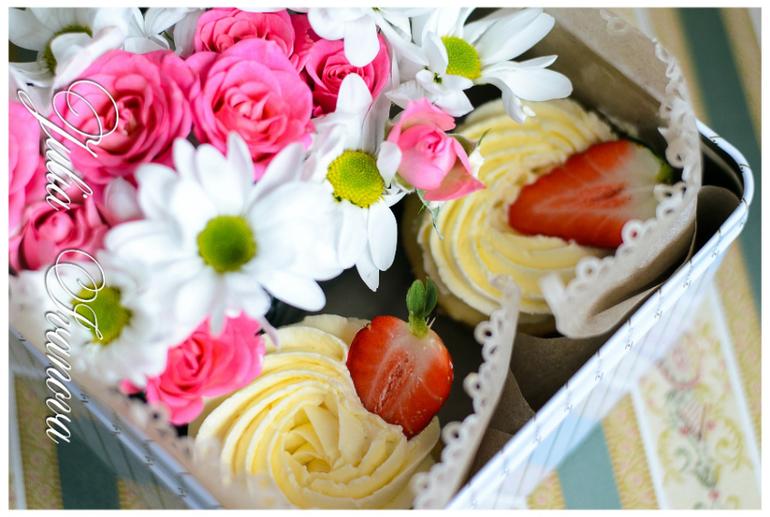 Капкейки с живыми цветами