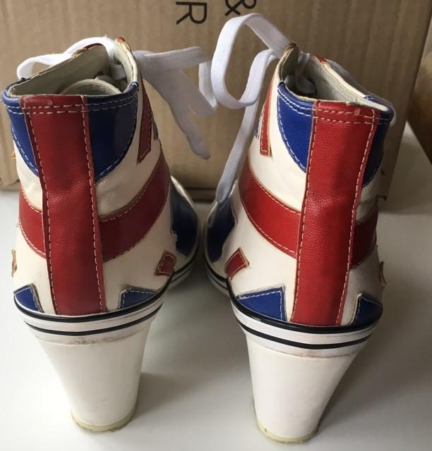 Ботильоны с британским флагом