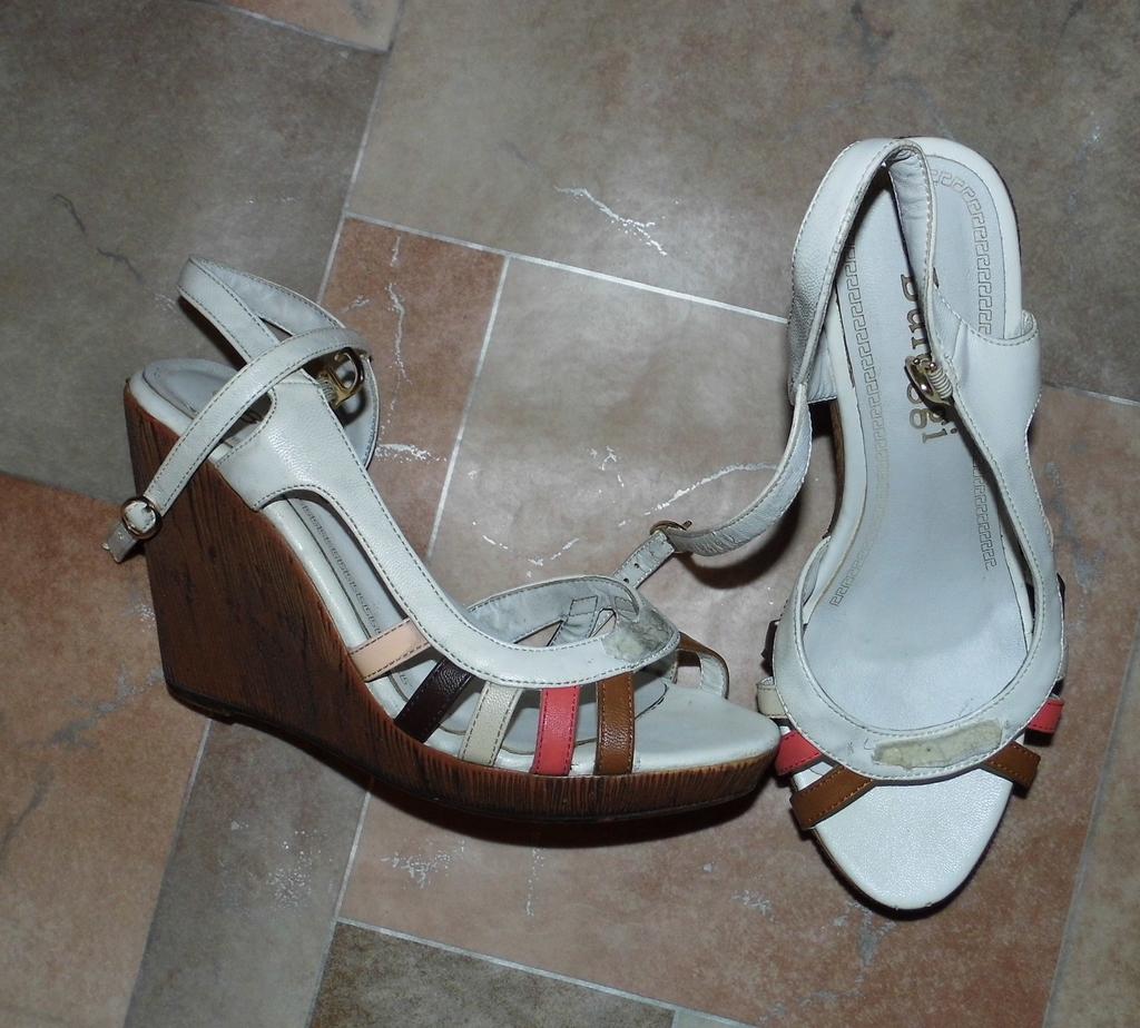 Туфли-босоножки на сплошном каблуке белые ( оторва